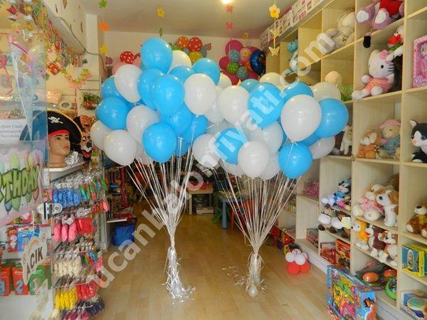 Mavi Beyaz Uçan Balon