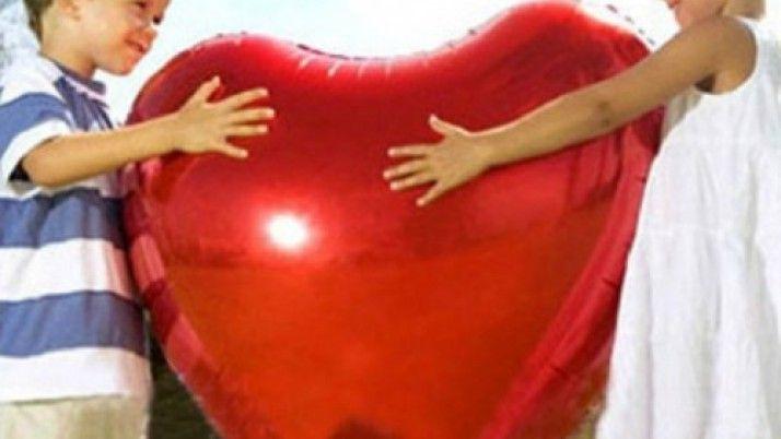 Sevgiliye Kalpli Uçan Balonlar